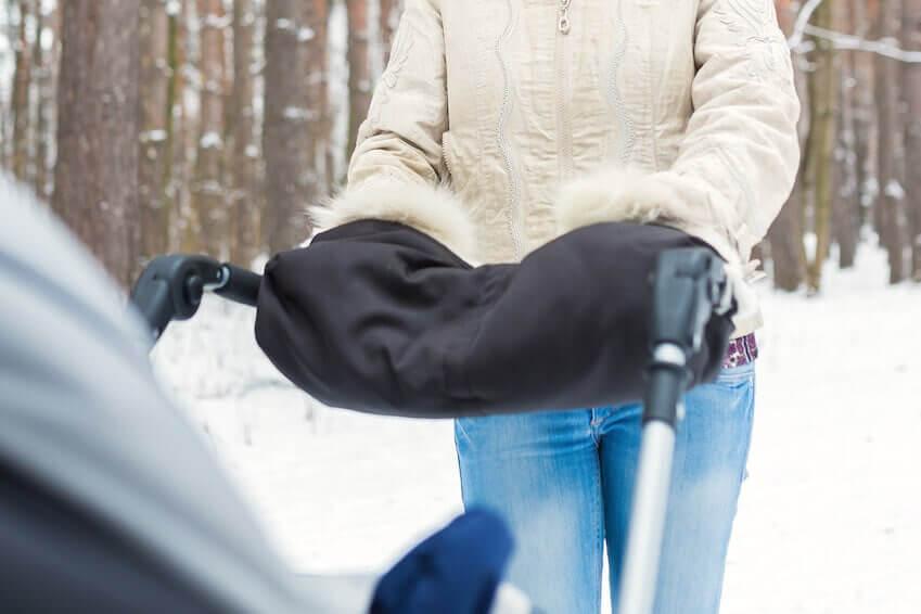 Die besten Kinderwagenmuffs für warme Hände im Winter